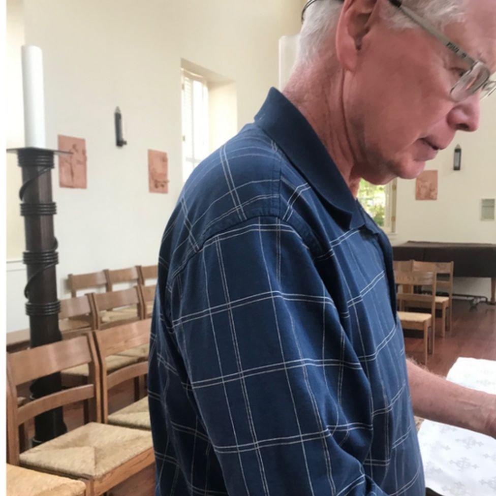 """قال الأب كيفن غيليسبي لبايدن خلال زيارته: """"أهلا وسهلا بك هنا"""""""