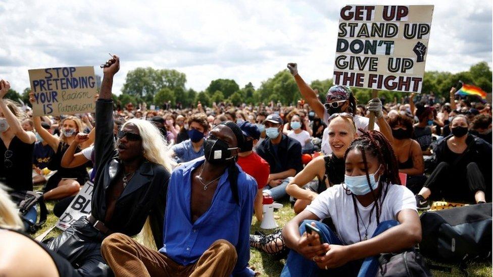 """Demonstranti pokreta """"Životi crnaca su važni"""" u londonskom Hajd parku"""