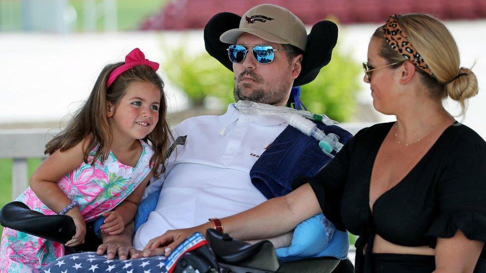 Pete Frates con su hija de cuatro años y su esposa en junio de 2019.