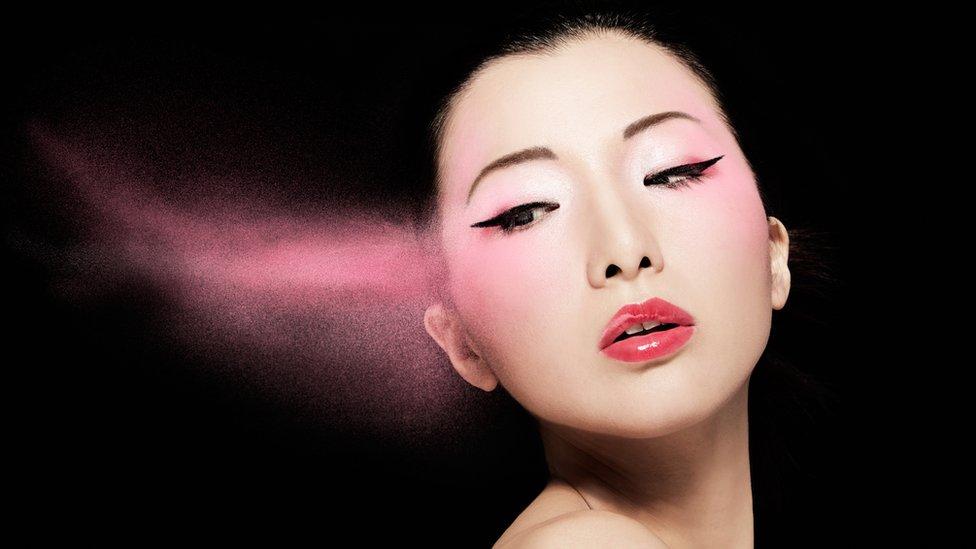 Foto artística de mujer china maquillada