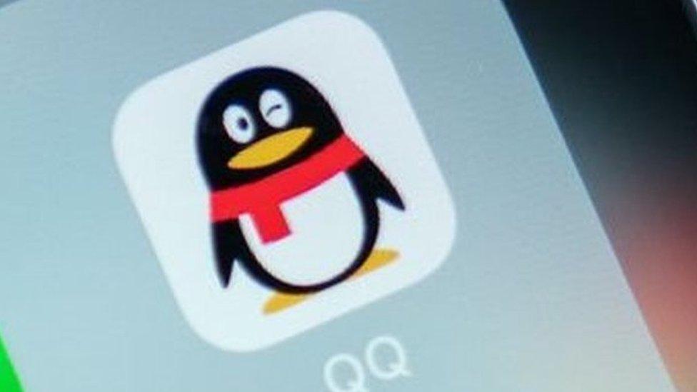 Logo de QQ.