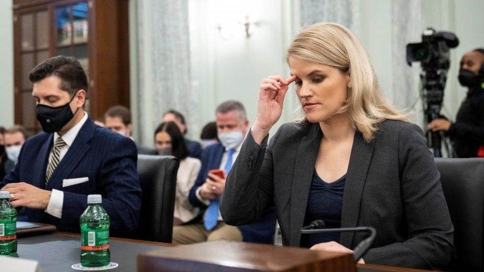 Frances Haugen testifica ante el Senado de EE.UU.