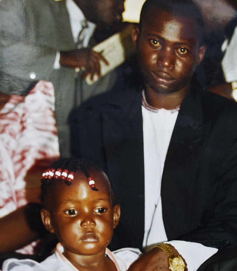 Constantine Sseremba y su hija