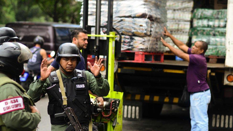 Guarda Nacional protege caminhão de alimentos