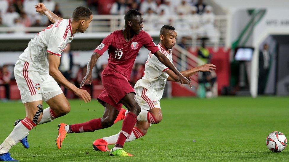 لقطة من مباراة قطر والإمارات