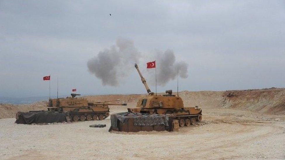 آليات تركية في منطقة أورفة على الحدود مع سوريا