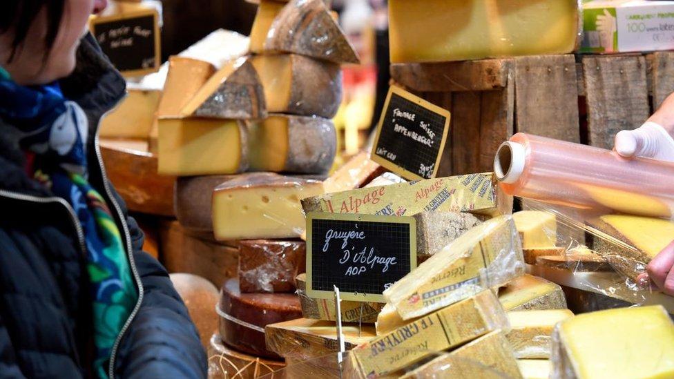 Los japoneses, una vez entre en vigor el acuerdo, podrán comprar productos como el queso o el cerdo mucho más baratos, una vez eliminados los aranceles.