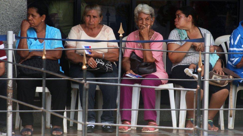 Cuatro mujeres en Maracaibo.