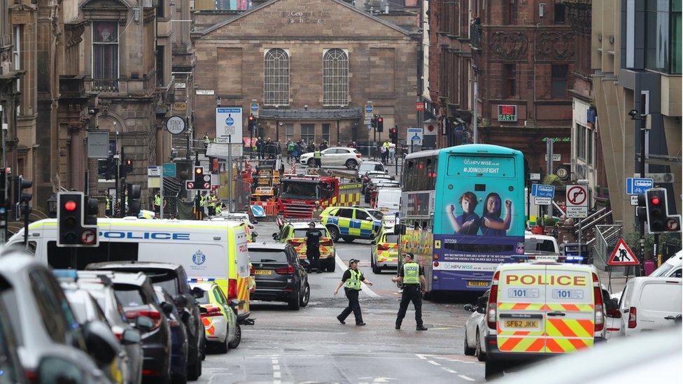 Calle acordonada en Glasgow tras el incidente en el hotel Park Inn.
