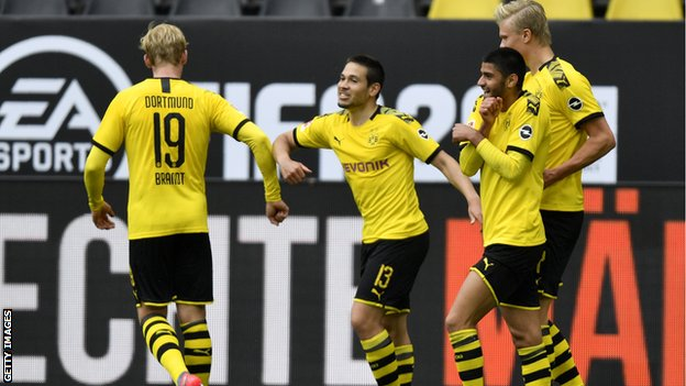 Borussia Dortmund players celebrate by bumping elbows