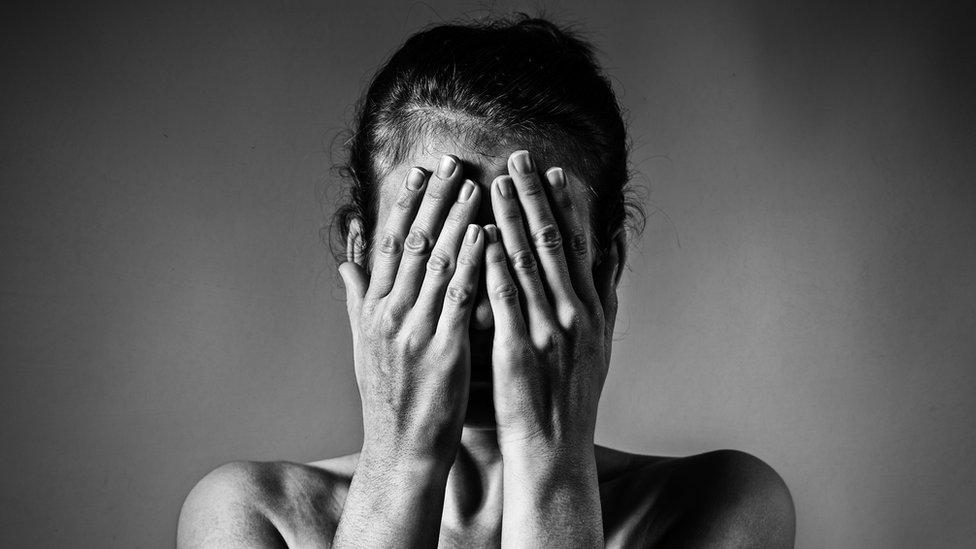 Mujer apenada NO USAR / BBC