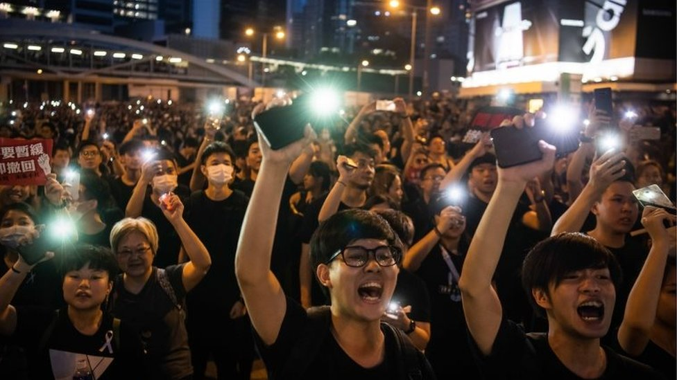 Hong Kong extradition bill: Protesters return to streets despite suspension