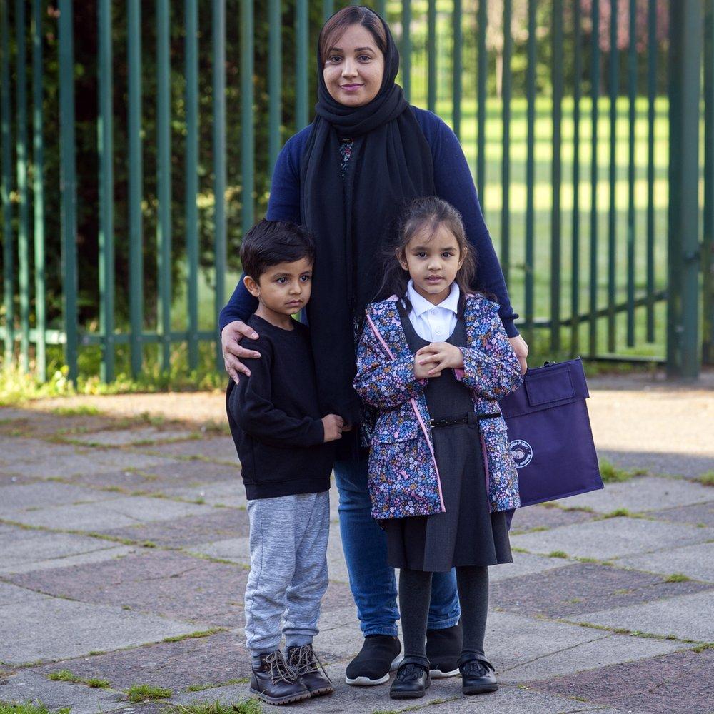 Saima Aurangzeb avec ses enfants