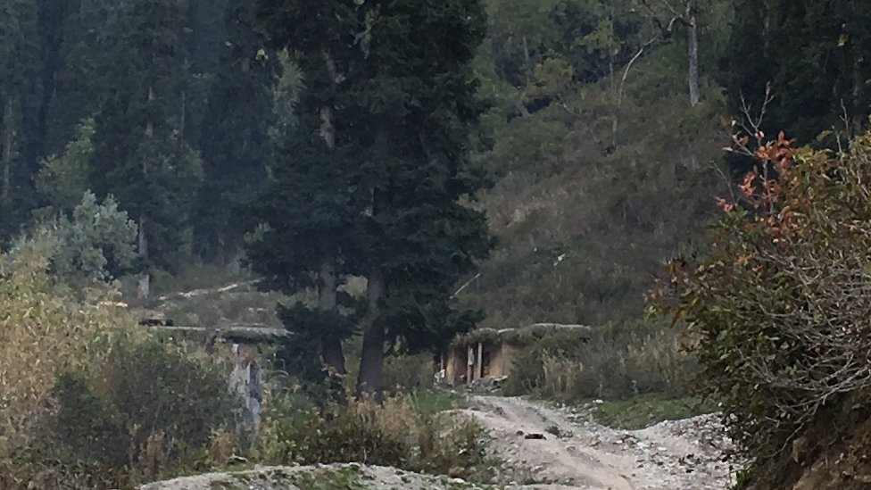 here you can see the surviving part of the Pakistani border post at Mundakali village, Leepa valley. i tried to crop the picture so resolution may be bad. am sending the original after this.
