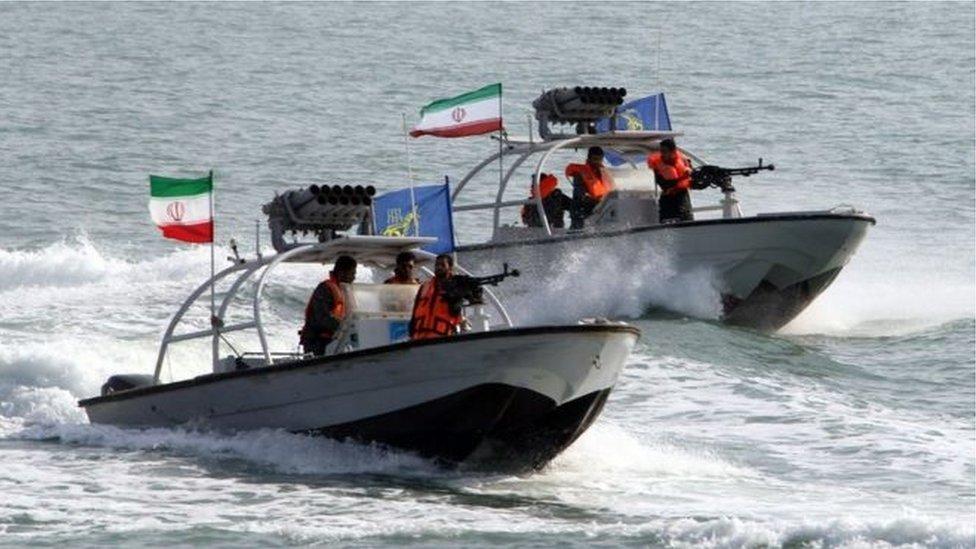 تقوم القوة البحرية للحرس الثوري بدوريات في مضيق هرمز