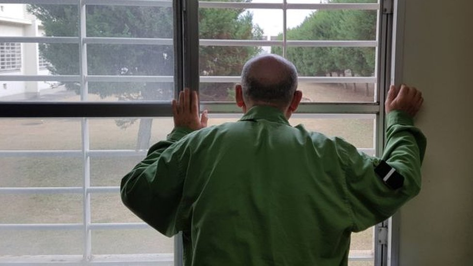 مسنون في السجون