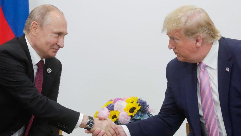 Vladimir Putin y Donald Trump en la reunión del G20 en Osaka 2019.