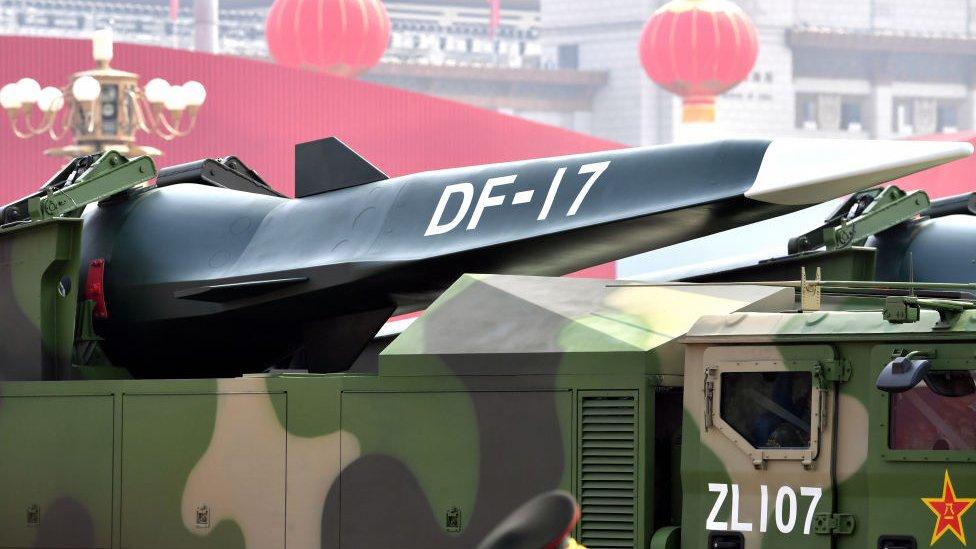El vehículo de deslizamiento hipersónico (HGV) DF-17 en el desfile militar por el 70 aniversario de la fundación de la República Popular China, el 1 de octubre de 2019 en Pekín.
