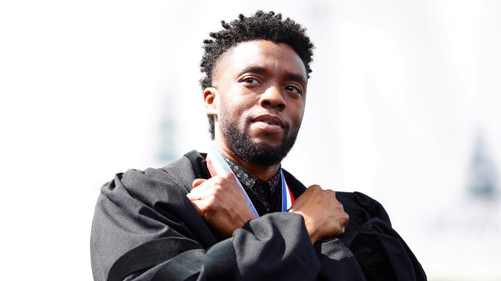 查德維克·博斯曼(Chadwick Boseman)在華盛頓霍華德大學第150屆畢業典禮上(12/5/2018)
