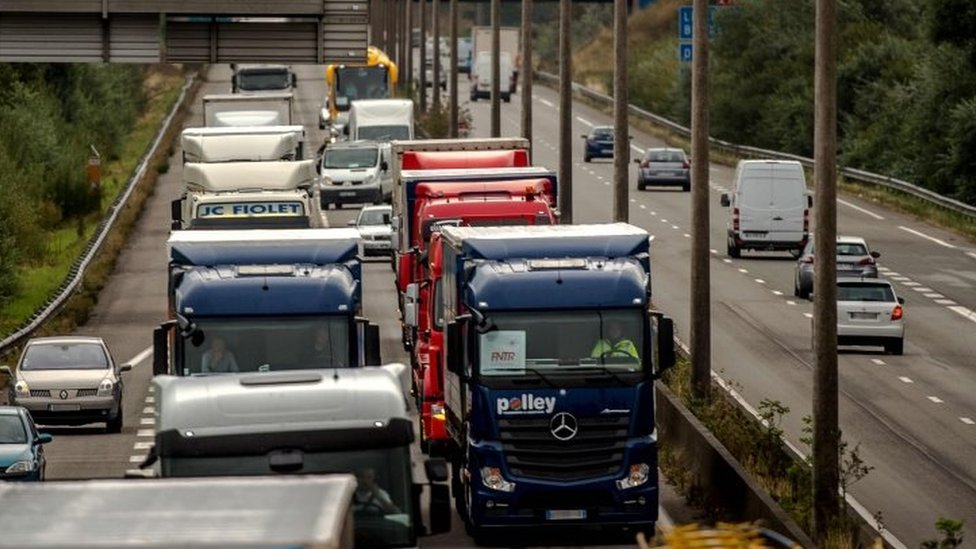 Truck drivers drive from Loon Plage to Calais (05 September 2016)