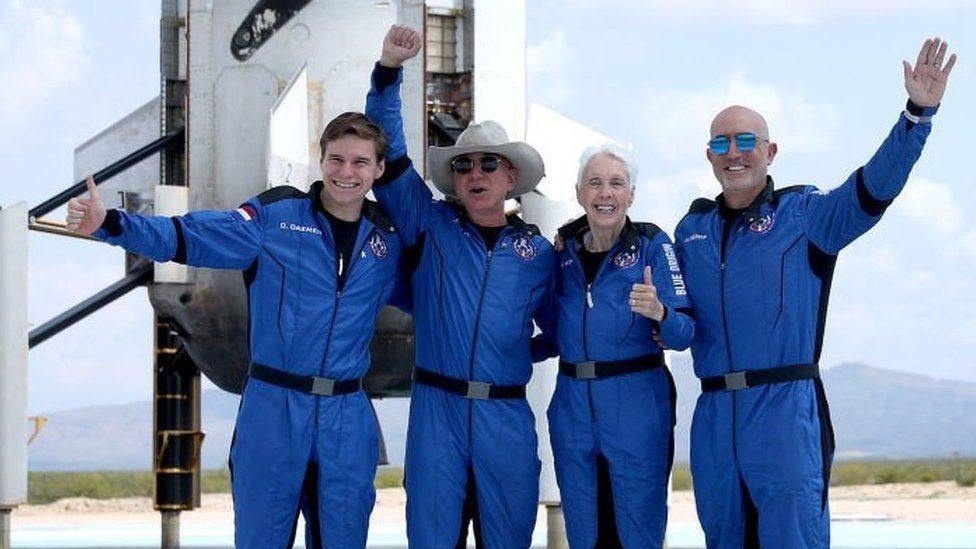 Брэнсон и Безос были в космосе (или рядом). США пока не признают их астронавтами