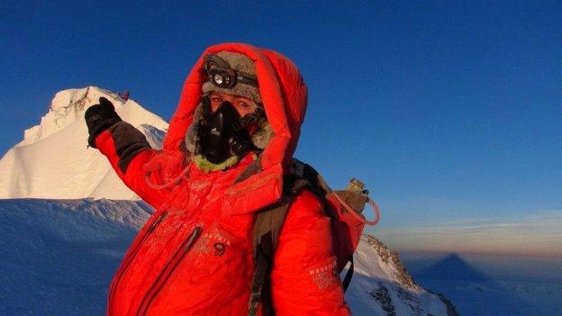 Andrea Ursina Zimmerman en su descenso de la cumbre del Everest.