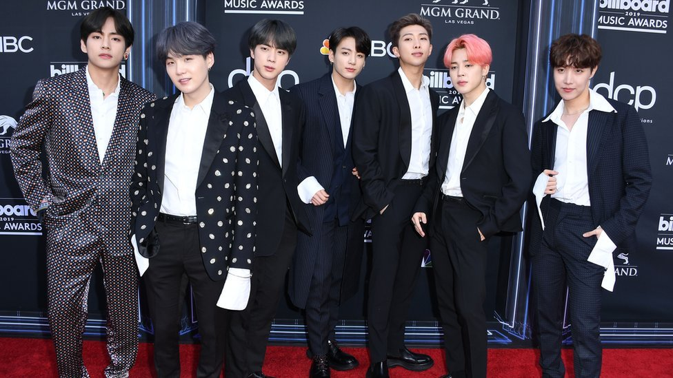 BBC News - BTS fans left annoyed with the band's lack of MTV VMA nominations