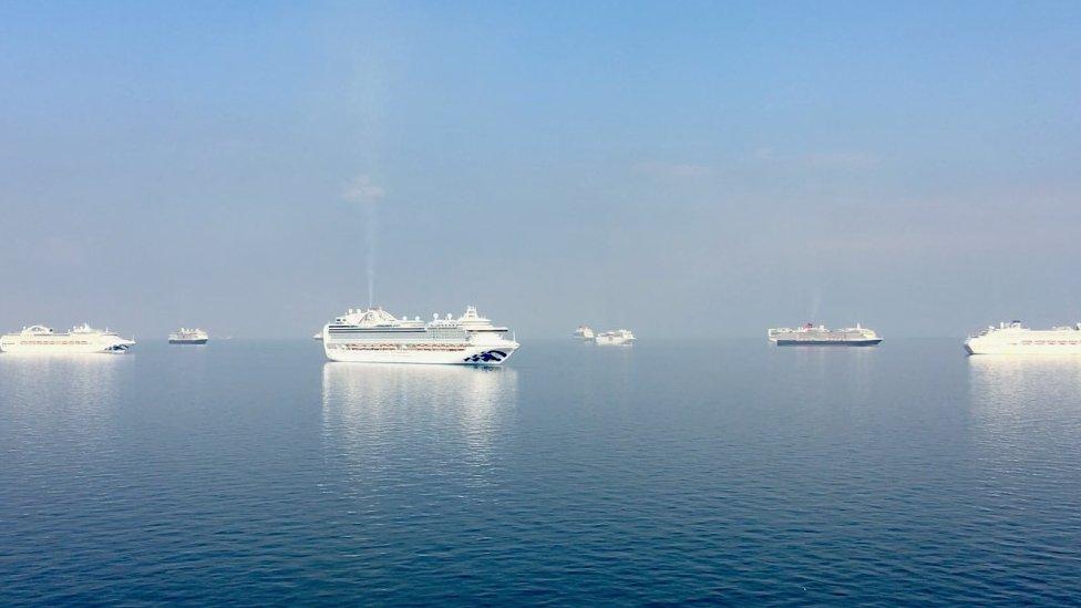 Kapal-kapal di Teluk Manila