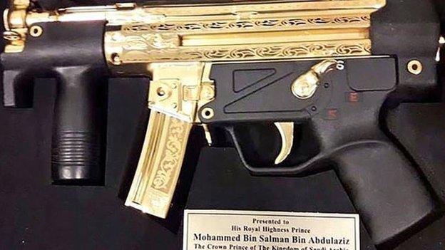 Altın kaplamalı silah