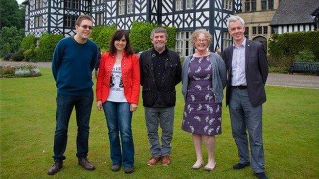 O'r chwith i'r dde: Deiniol Carter, Debora Morgante, Gari Bevan, Diane Norrell a Patrick Young