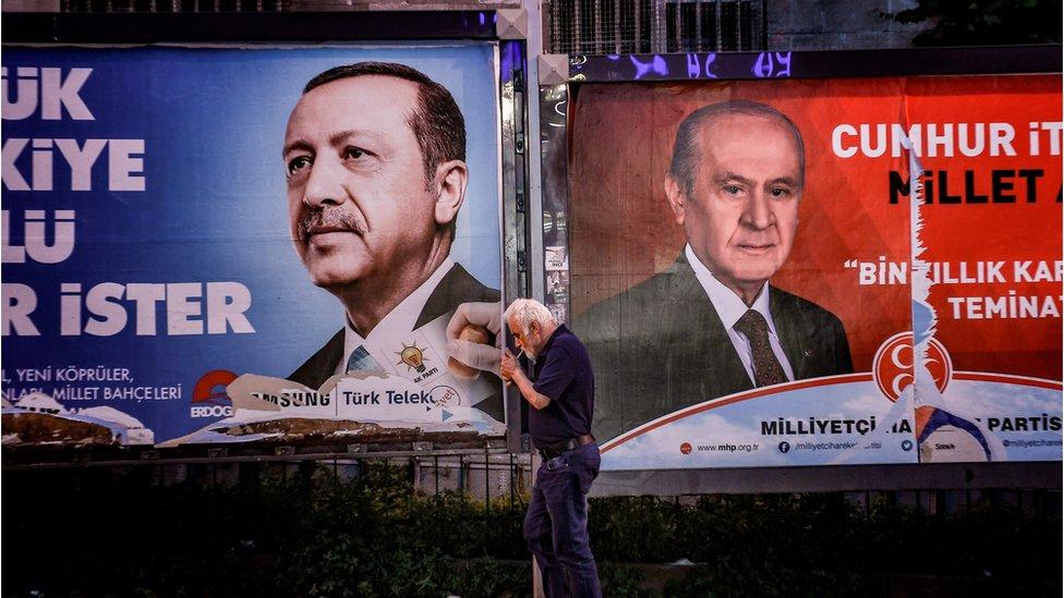 AKP ve <a href='/etiket/MHP' target='_blank'>MHP</a> posterleri
