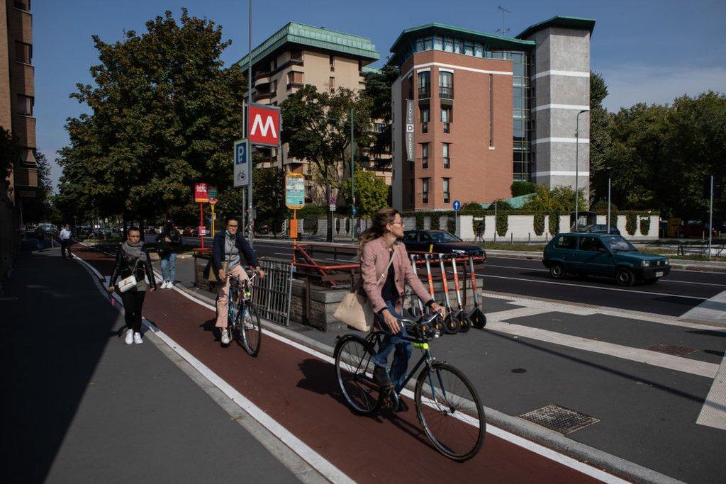 Milano'da 35 km'lik yeni bisiklet yolu yapıldı