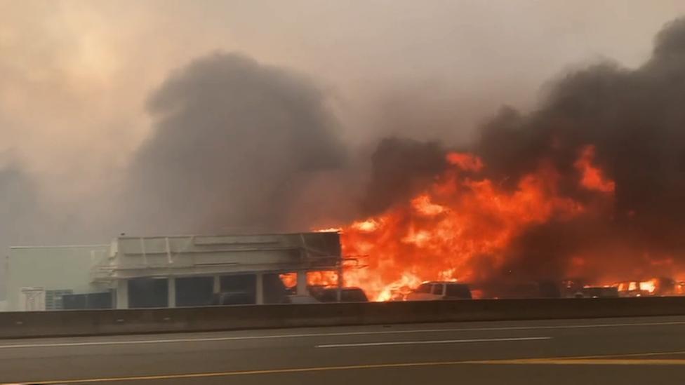 الحرائق في قرية ليتون الكندية يوم الاربعاء