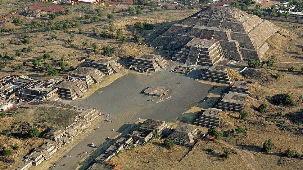 Una vista aérea de la zona arqueológica de Teotihuacan