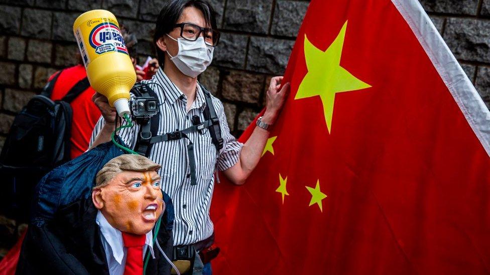 Дональд Трамп вводит санкции против Гонконга и Китая. Что изменится?