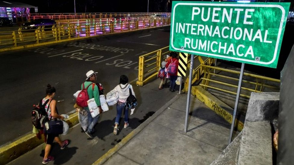 Venezuelans cross the Rumichaca International Bridge, in the border between Ipiales in Colombia, and Tulcan in Ecuador, on August 23, 2018.