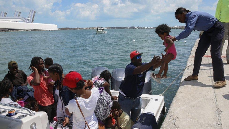 Miles de personas intentan salir de Gran Ábaco y Gran Bahamas, dos de las islas peor afectadas