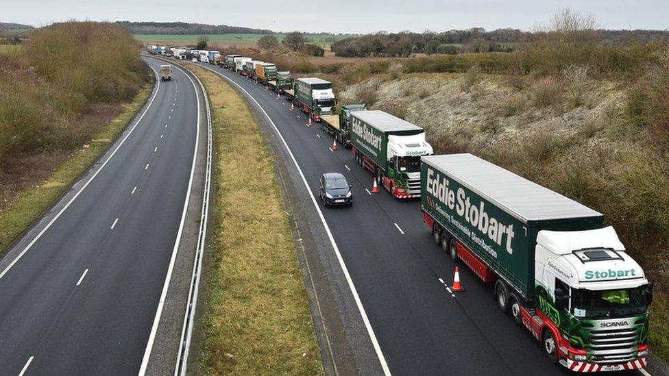 Британии грозит нехватка еды, бензина и лекарств при