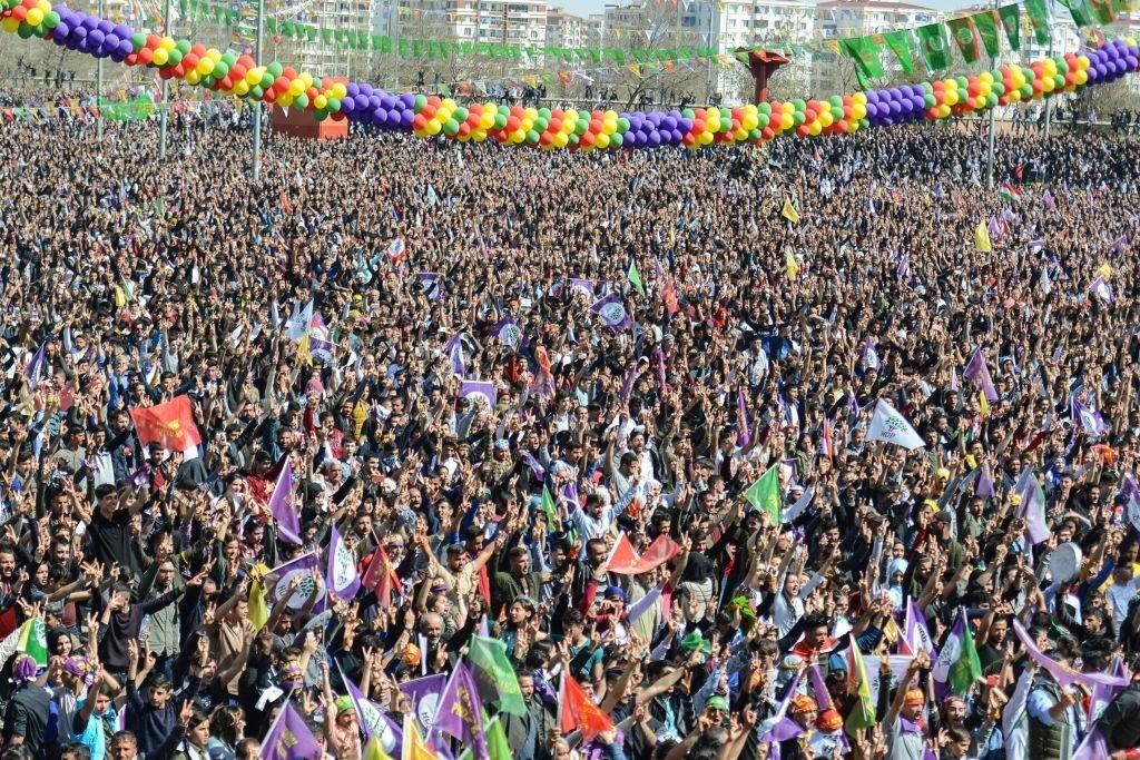 تجمع الأكراد في ديار بكر للاحتفال بعيد رأس السنة الكردية ( عيد النوروز) 21 مارس/آذار 2018.