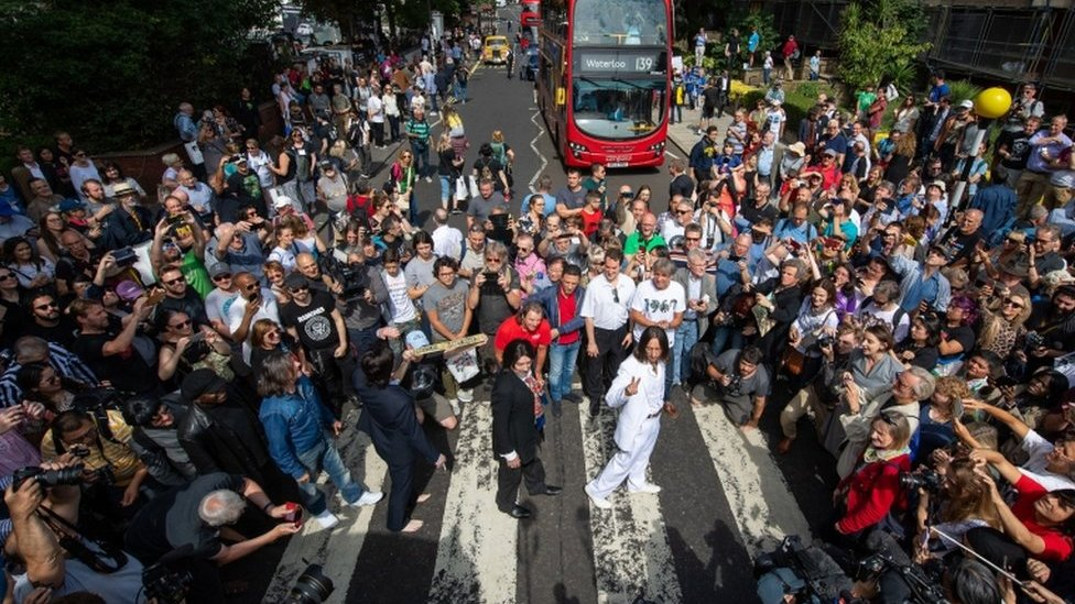 BBC News - Abbey Road: Beatles fans gather to recreate cover shot