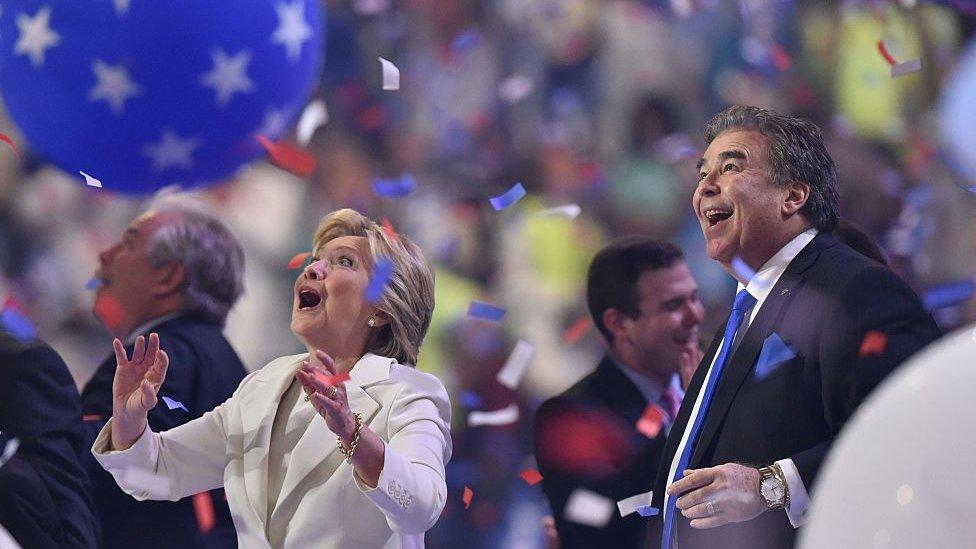 صورة أرشيفية: احتفلت هيلاري كلينتون لأنها أصبحت المرشح الرئاسي عام 2016.