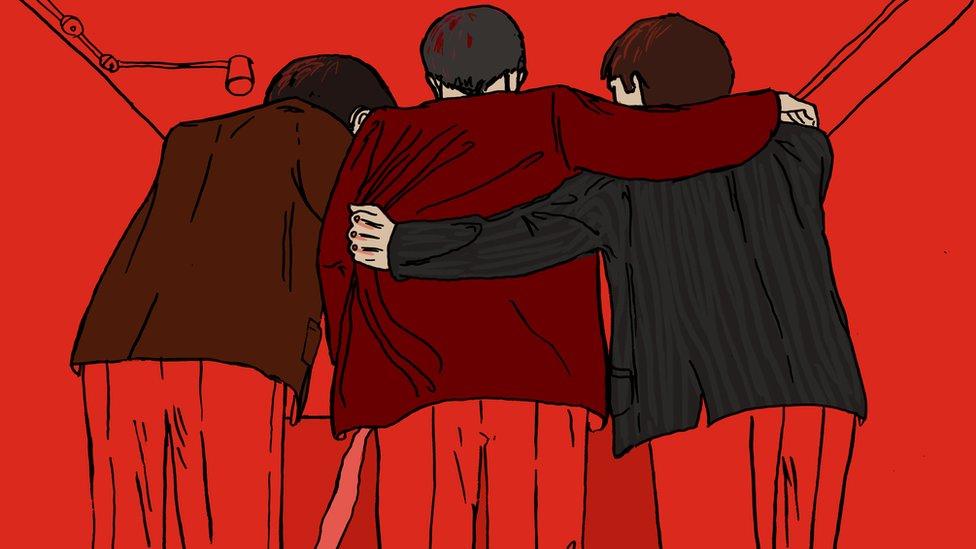 Ilustración de tres hombres agarrándose