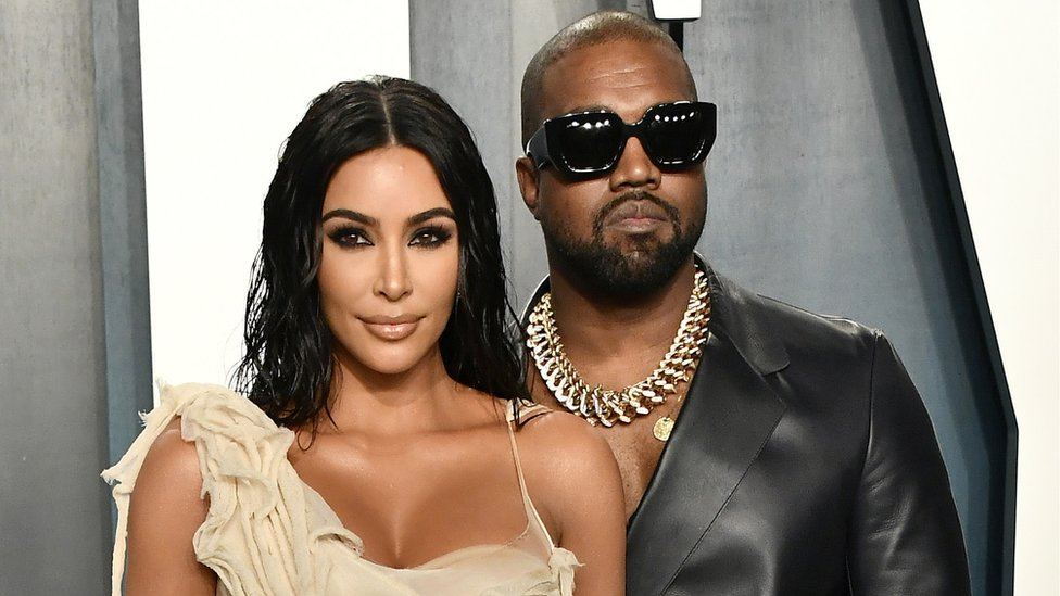 Kanye West gives Kim Kardashian birthday hologram of dead father - BBC News
