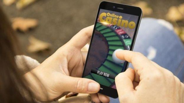Online gambling checks to be strengthened - BBC News