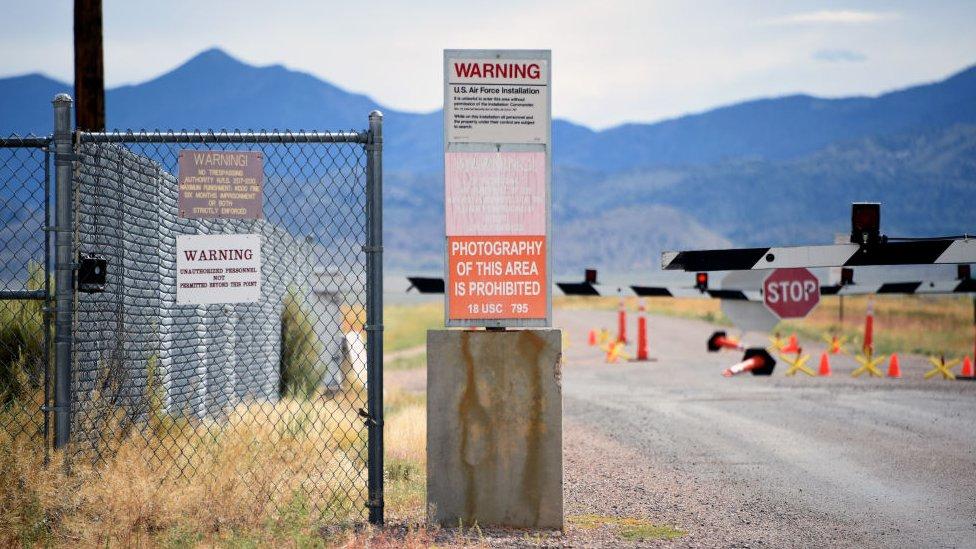 لافتات تحذير في المنطقة 51