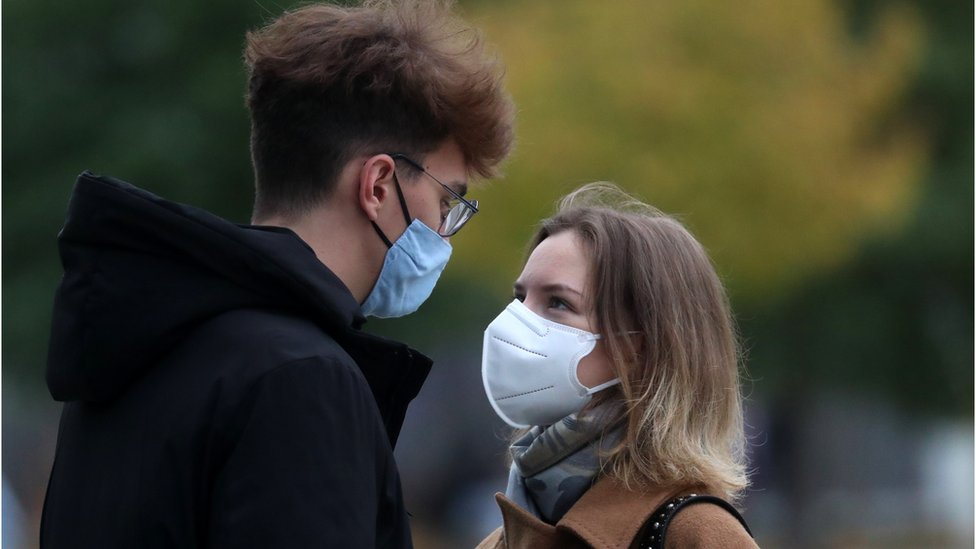 Коронавирус в России: новый рекорд смертности и масочный режим по всей стране
