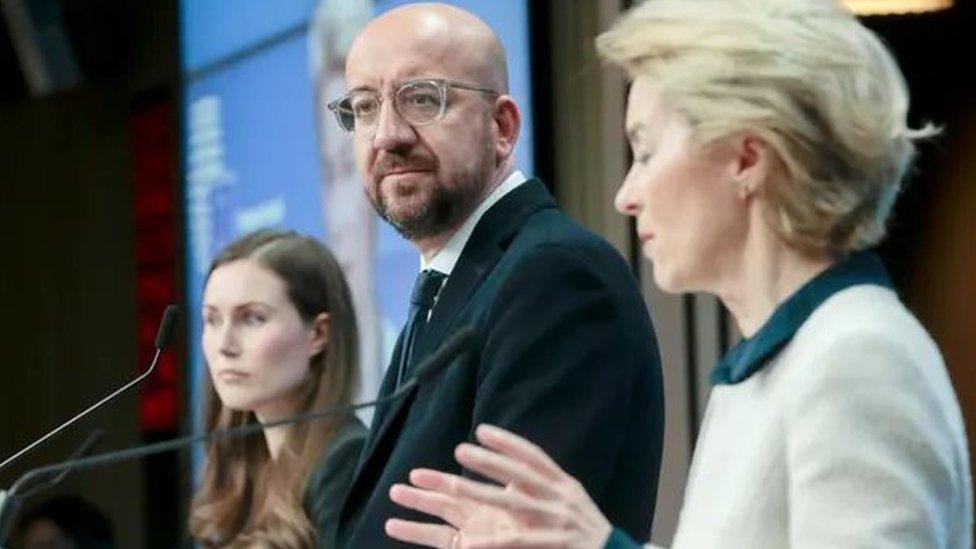Finlandiya Başbakanı Sanna Marin, AB Konseyi Başkanı Charles Michel ve Avrupa Komisyonu Başkanı Ursula von der Leyen
