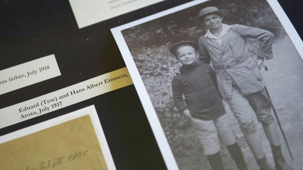 إدوارد (يسار) وهانز ألبرت (يمين) في طفولتهما