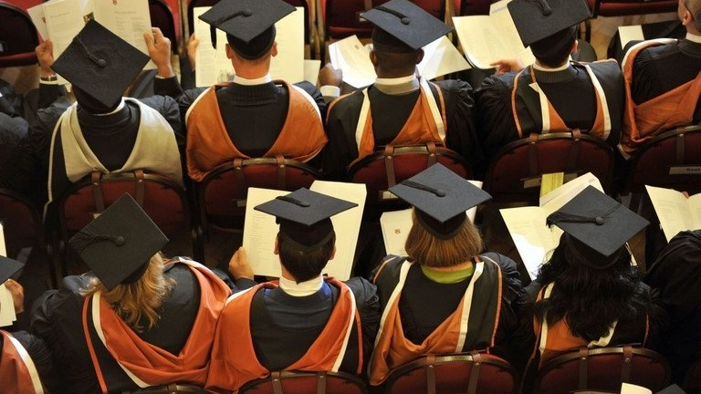 University unconditional offers 'undermine education'