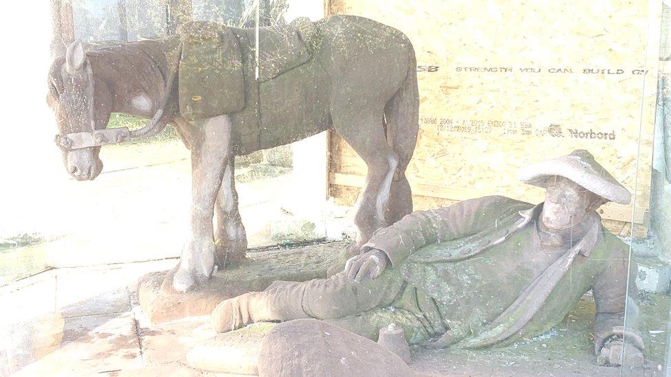 Kematian Tua dan Kuda Poni-nya